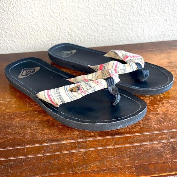 Roxy Black & Tan Cloth Flip-Flop Sandals